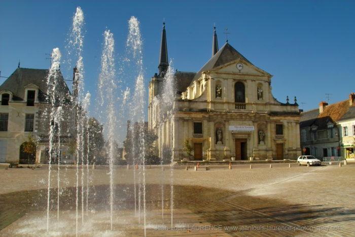 Eglise Notre Dame Richelieu - Place du marché